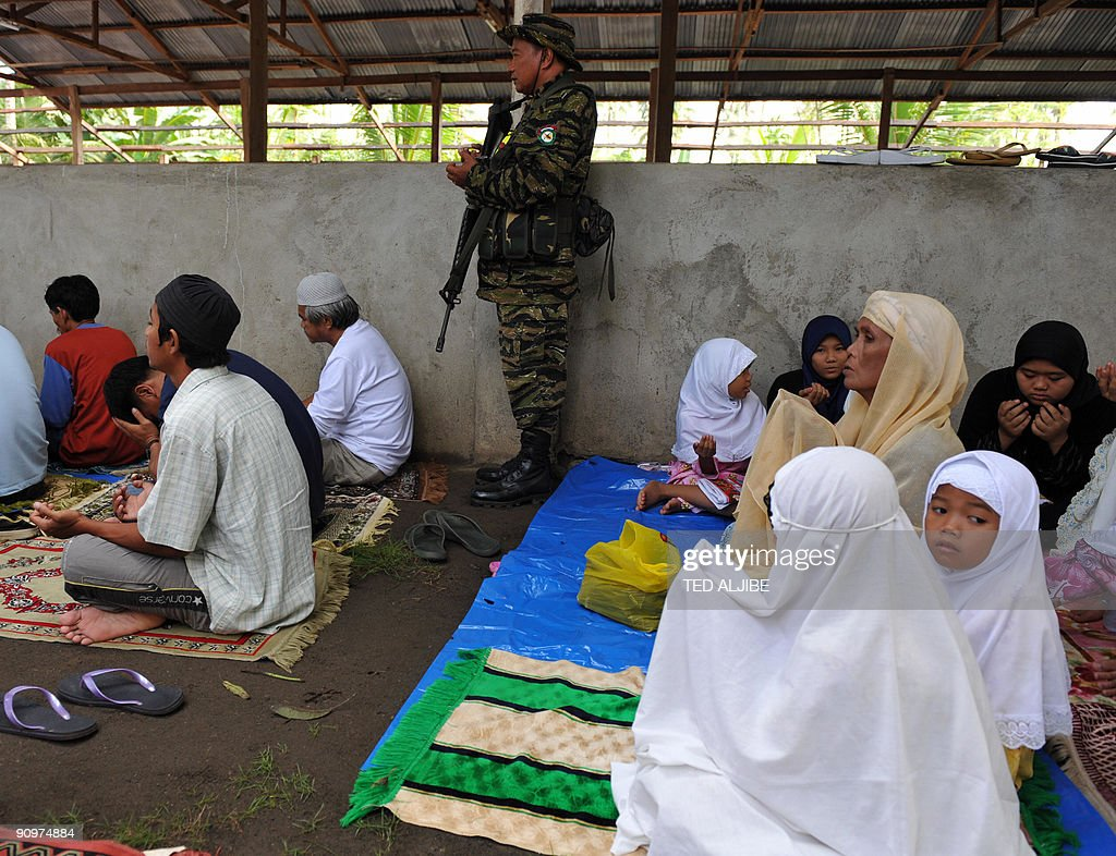 Wonderful Filipino Eid Al-Fitr Feast - an-armed-member-of-the-southern-philippine-rebel-group-the-moro-picture-id90974884  HD_369565 .com/photos/an-armed-member-of-the-southern-philippine-rebel-group-the-moro-picture-id90974884