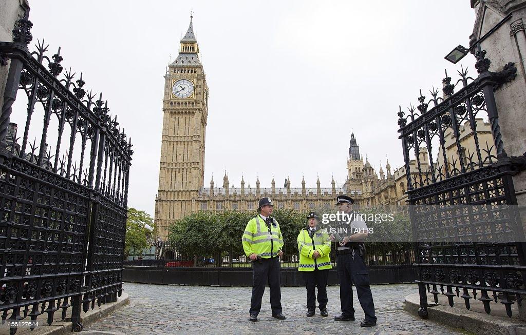 BRITAIN-IRAQ-SYRIA-CONFLICT-STRIKES-PARLIAMENT : News Photo