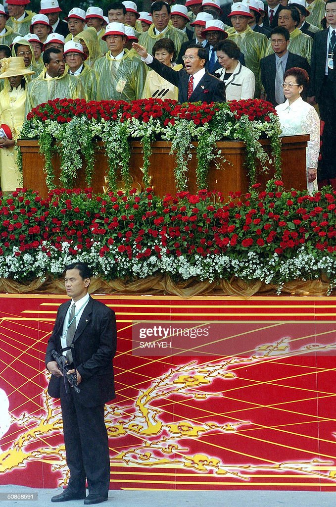 An armed security staff stands by while Taiwan President Chen Shui-bian swears in during the inauguration ceremony in front of Presidential Palace, in Taipei 20 May 2004. Chen Shui-bian refused to rule out eventual reunification with China, after Beijing threatened to crush any moves by the island towards independence. AFP PHOTO/Sam YEH