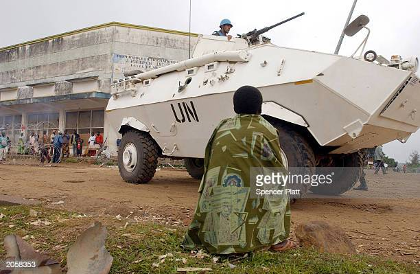 An armored personnel carrier manned with Uruguayan UN peacekeepers drives through June 5, 2003 in Bunia, the provincial capital of Ituri province in...