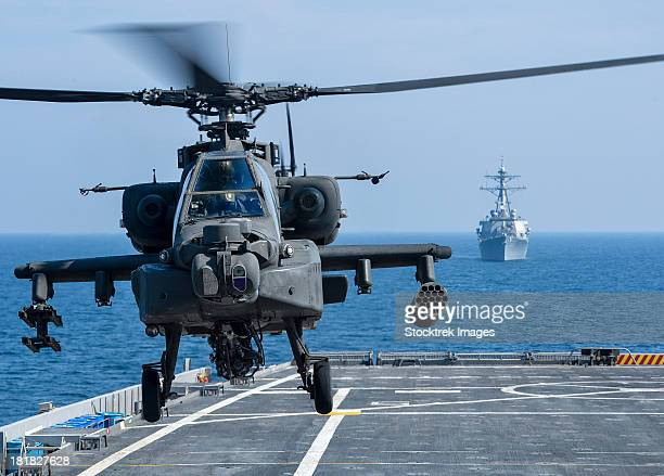an army ah-64d apache helicopter takes off from uss ponce. - apache helicopter stock pictures, royalty-free photos & images