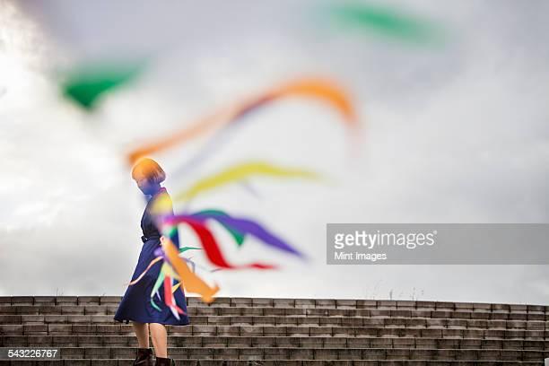 an artist during a performance moving a line of flags or streamers. - arte, cultura e espetáculo - fotografias e filmes do acervo