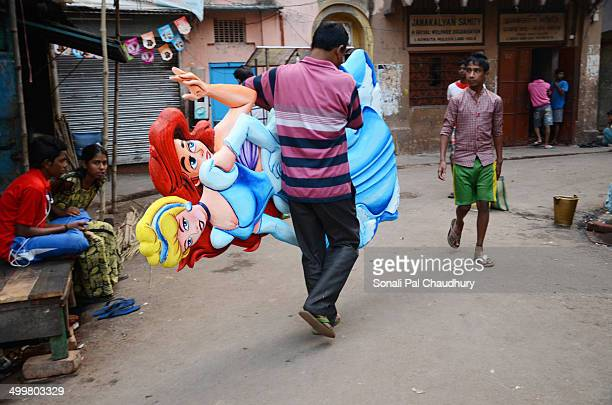 CONTENT] An artist preparing cartoon characters made by the Thermocol in the street of Kolkata