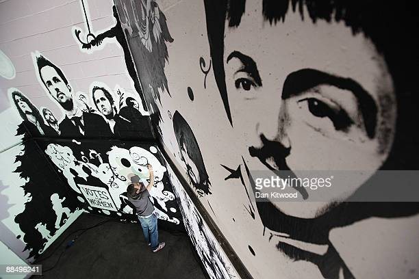 An artist puts the finishing touches to a piece of Graffiti art on the 'Icon Wall' at the Royal Albert Hall on June 15 2009 in London England The...