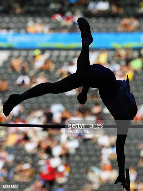 An athlete competes in the men's pole vault qualifying event of the 2009 IAAF Athletics World Championships on August 20, 2009 in Berlin. AFP PHOTO /...