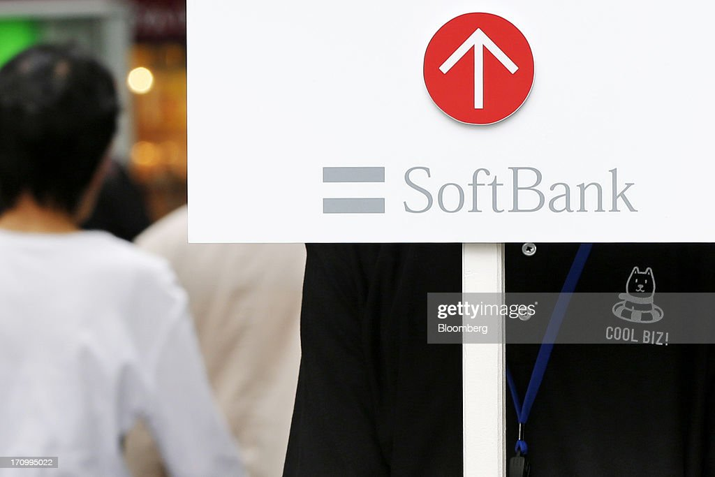 Shareholders Arrive For Softbank AGM : News Photo