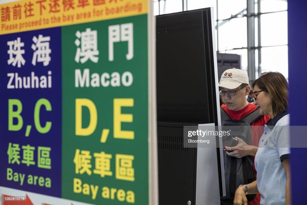 First Day of Operations of the Hong Kong-Macau-Zhuhai Bridge : News Photo