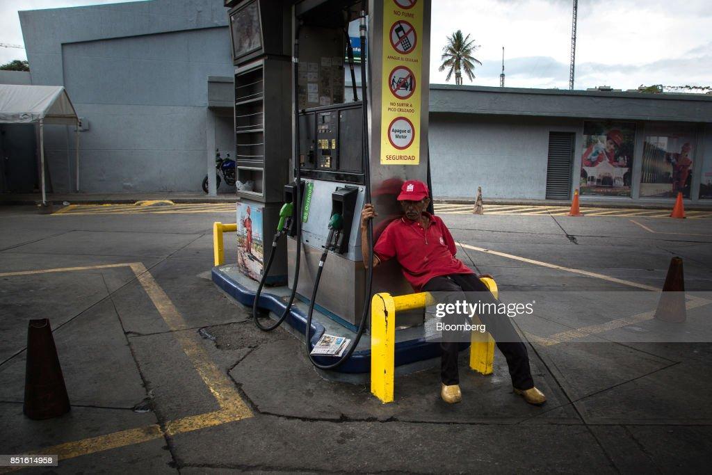 Petroleos de Venezuela SA Gas Stations As Motorists Face Long Lines Amid Gas Shortages : News Photo