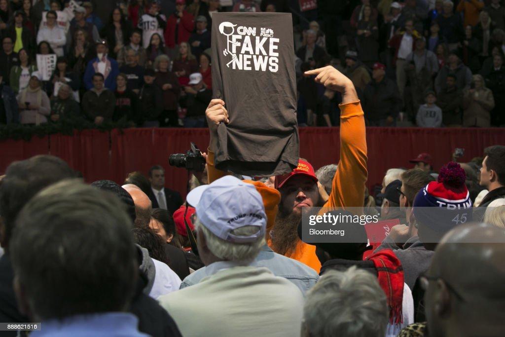 President Donald Trump Holds Florida Rally : News Photo