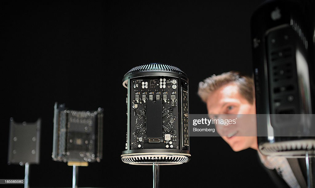 An attendee views an Apple Inc. Mac Pro computer and its components displayed during a launch event at the Yerba Buena Center in San Francisco, California, U.S., on Tuesday, Oct. 22, 2013. Apple Inc. introduced new iPads in time for holiday shoppers, as it battles to stay ahead of rivals in the increasingly crowded market for tablet computers. Photographer: Noah Berger/Bloomberg via Getty Images
