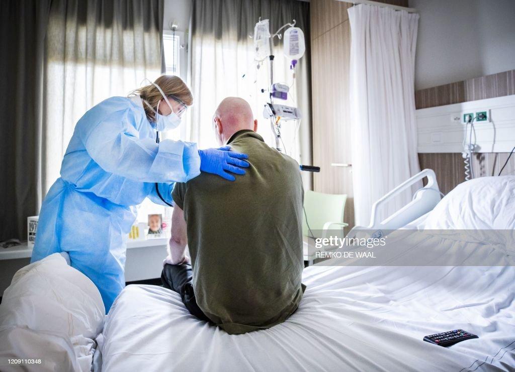 TOPSHOT-NETHERLANDS-HEALTH-VIRUS : News Photo