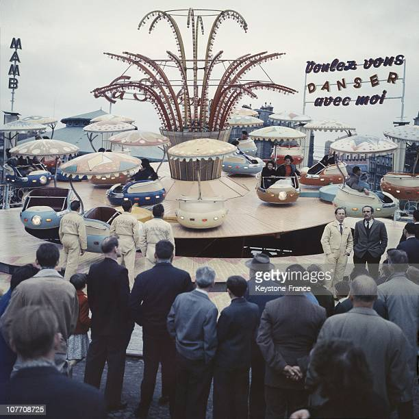 An Attraction Of The Fair Of The Throne Installed At The Foot Of The Throne Of Columns On Course De Vincennes And Place De La Nation In Paris In 1961