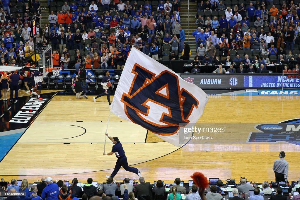 NCAA BASKETBALL: MAR 31 Div I Men's Championship - Elite Eight - Auburn v Kentucky : News Photo