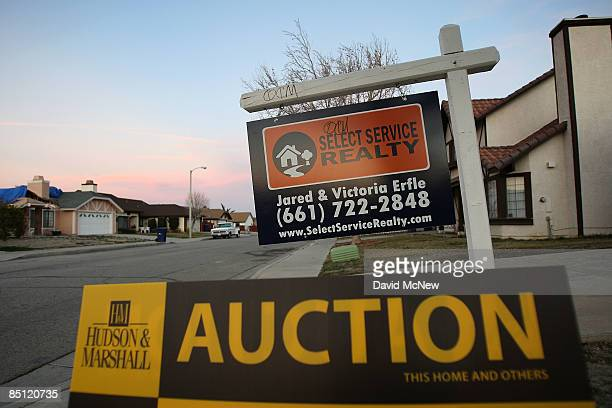 An auction announcement sign stands in front of a house shortly before bidding begins on it at a Hudson and Marshall of Texas Inc auction of...