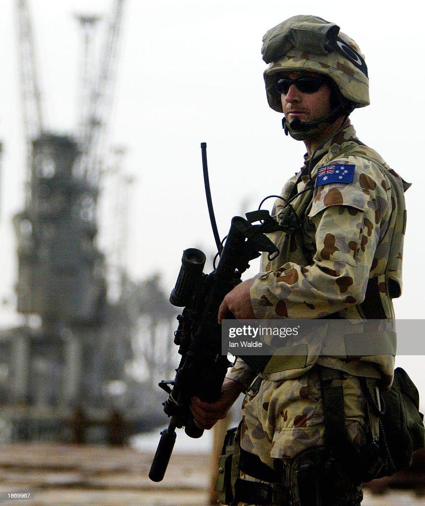 Coalition Troops Secure Port Town Of Umm Qasr : ニュース写真