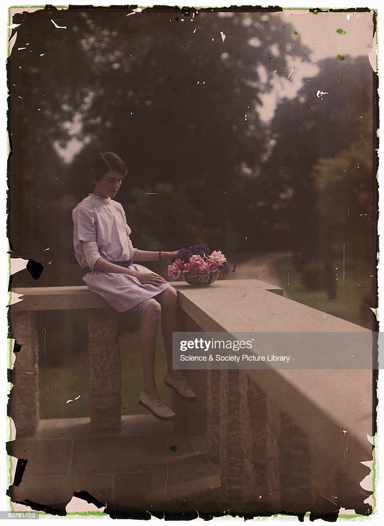 Autochrome of a young girl, c 1910. : Photo d'actualité