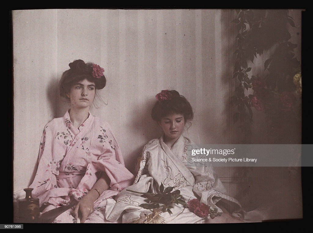Two girls in Oriental costume, 1908. : News Photo