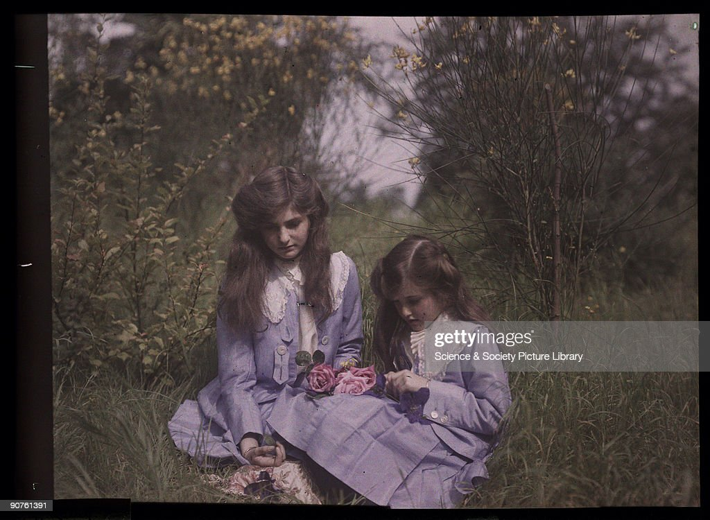 Two girls in a field, 1908. : News Photo
