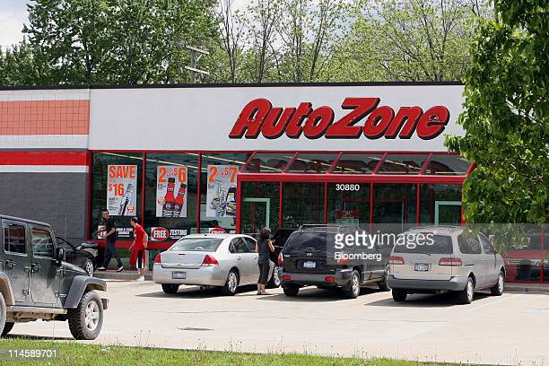 An AutoZone Inc retail outlet stands in Hazel Park Michigan US on Tuesday May 24 2011 AutoZone Inc the largest US autoparts retailer had fiscal...