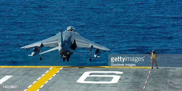 an av-8b harrier ii launches from uss bonhomme richard. - us navy stock pictures, royalty-free photos & images