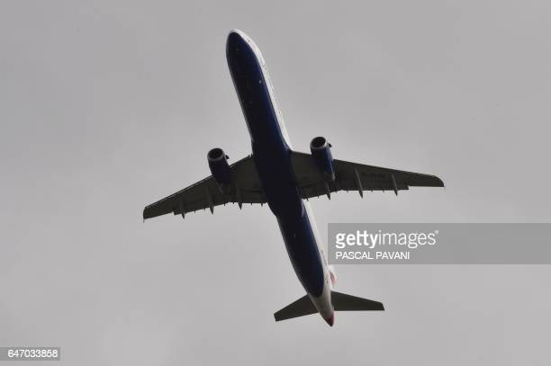 An British airway Airbus A321 flies during his approach to ToulouseBlagnac airport on March 2 2017 in Blagnac / AFP PHOTO / PASCAL PAVANI