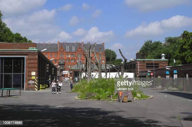 An der Badstrasse Ecke Uferstrasse 14 befinden sich die Uferstudios mit der TanzfabrikBerlin auf ehemaligen BVGGelaende Blick vom Gelaende in...