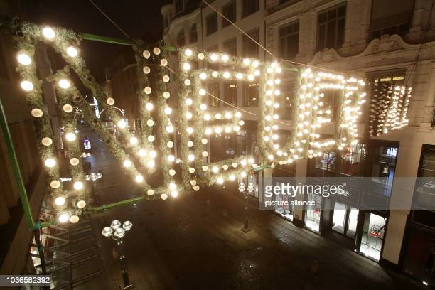 Neuer Wall Weihnachtsbeleuchtung.An Der Weihnachtlichen Beleuchtung Mit Dem Schriftzug Neuer Wall