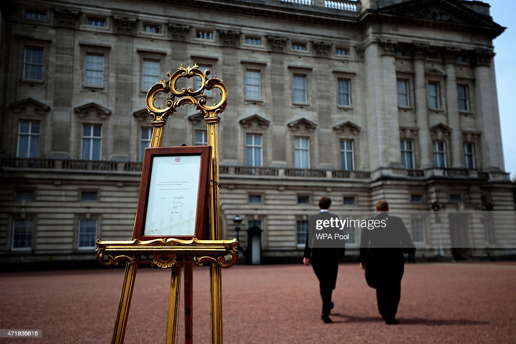 Scenes At Buckingham Palace As It's Announced That The Duchess Of Cambridge Has Given Birth To A Baby Girl : News Photo