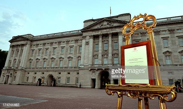 An easel stands in the Forecourt of Buckingham Palace to announce the birth of a baby boy at 424pm to the Duke and Duchess of Cambridge at St Mary's...