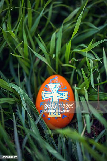 an easter egg with a cross design - easter religious stock pictures, royalty-free photos & images