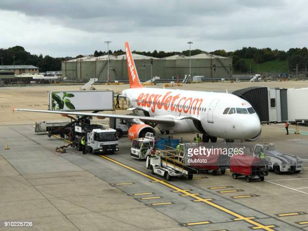 an easyjet aircraft loading at gatwick airport, london, uk. - easyjet stock pictures, royalty-free photos & images