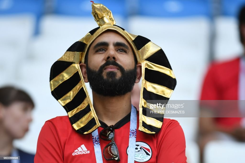 TOPSHOT - An Egypt fan waits for the start of the Russia 2018 World Cup Group A football match between Saudi Arabia and Egypt at the Volgograd Arena in Volgograd on June 25, 2018. (Photo by Philippe DESMAZES / AFP) / RESTRICTED