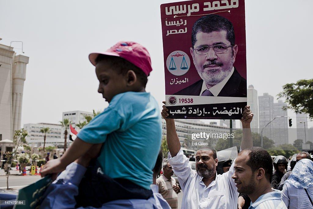 Egypt's President-elect Mohammed Mursi is Sworn In : ニュース写真
