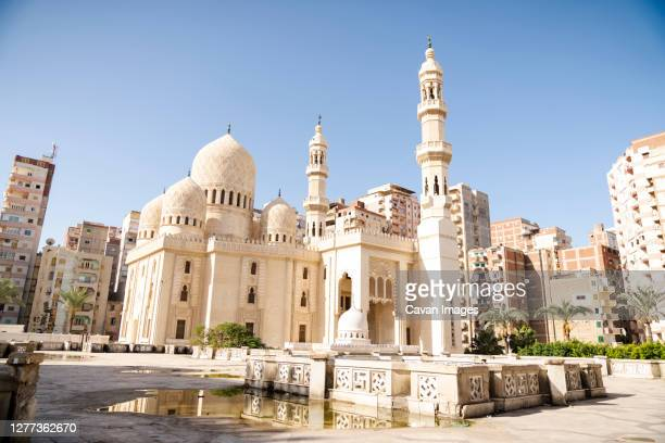 an egyptian mosque in alexandria - alexandria stock pictures, royalty-free photos & images