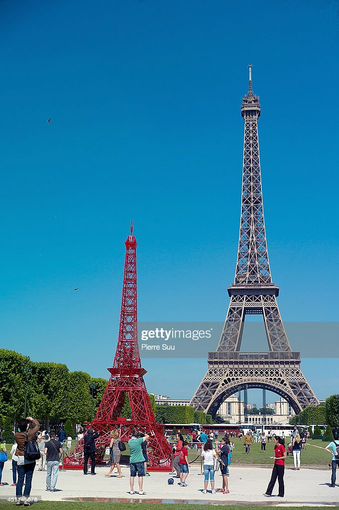 'Bistro' Celebrates Its 125 th Anniversary At the Eiffel Tower : News Photo