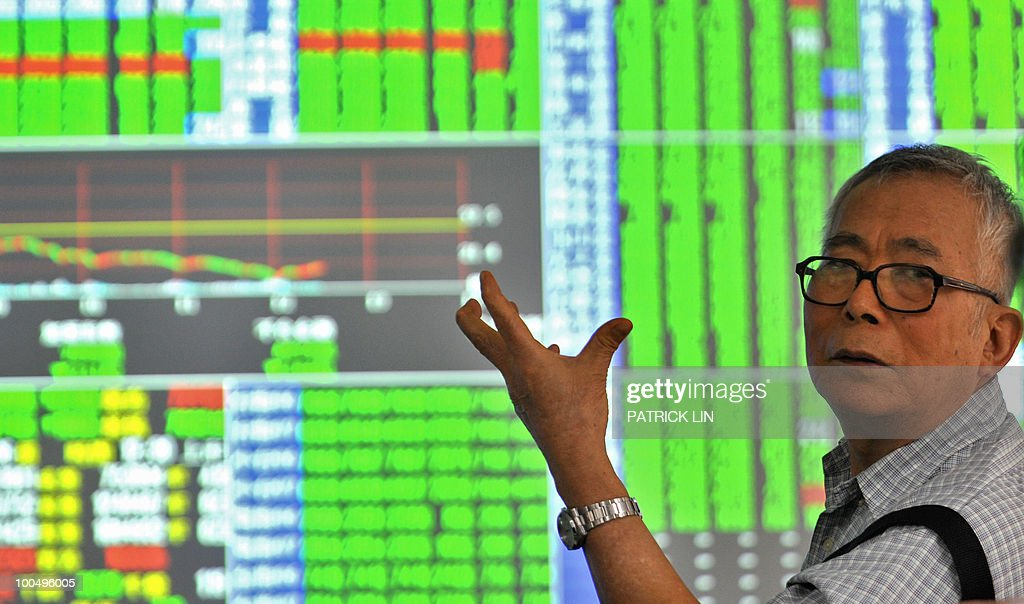 An elderly man gestures at a securities trading house in Taipei on May 25, 2010. Taiwan's weighted index tumbled 236.36 points, or 3.23 percent, at 7,086.37 on deepening worries about the eurozone debt crisis and the growing tensions on the Korean peninsula, dealers said.