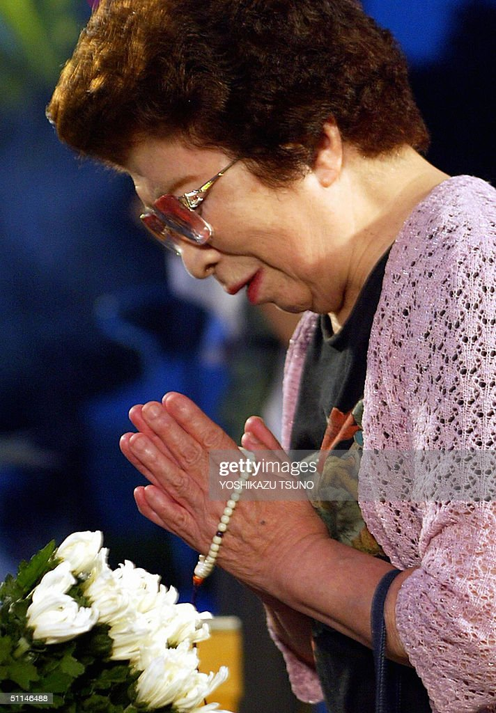 An elderly woman prays in front of an altar of the memorial monument for the A-bomb victims at the peace Memorial Park in Hiroshima, western Japan 06 August 2004. The 59th memorial service for the two hundred thousand A-bomb victims was held in Hiroshima. AFP PHOTO / Yoshikazu TSUNO