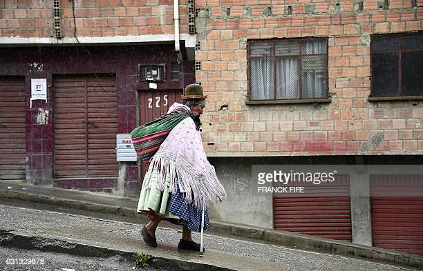 An elderly woman walks down a steep street in La Paz during the rest day of the 2017 Dakar Rally on January 8 2017 / AFP / FRANCK FIFE
