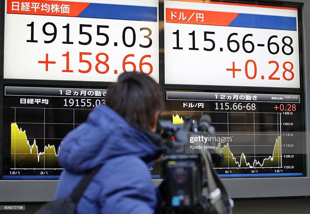Nikkei closes above 19,000 : Nachrichtenfoto