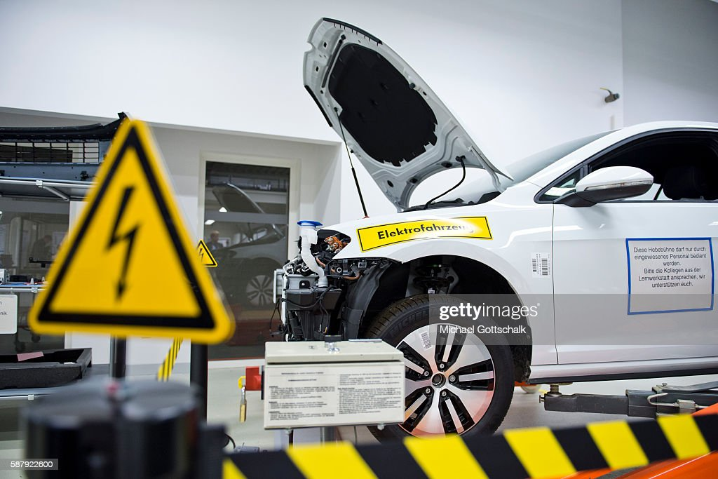 an electric car e golf in a training workshop at volkswagen plant on photo d 39 actualit. Black Bedroom Furniture Sets. Home Design Ideas
