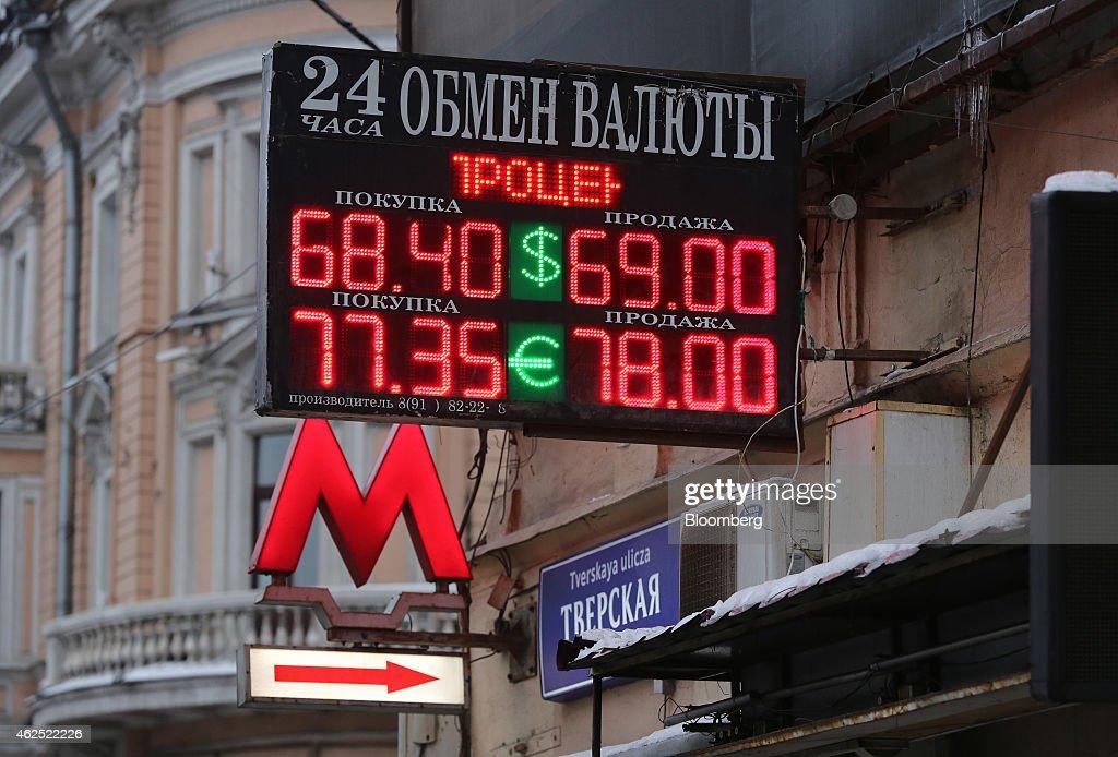 Currency Exchange And City Retail As EU Prepares Tougher Russian Penalties : Nachrichtenfoto