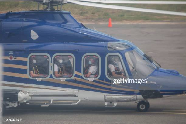 An elicopter carrying humanitarian personnel lands at the airport in Pemba on March 31, 2021. - Sporadic clashes broke out in Palma on Tuesday as...