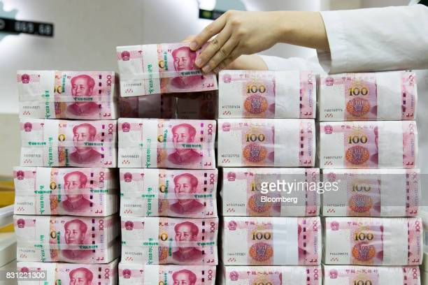 An employee arranges genuine bundles of Chinese onehundred yuan banknotes at the Counterfeit Notes Response Center of KEB Hana Bank in Seoul South...