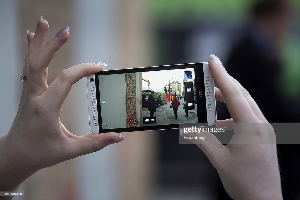 An employee demonstrates the new HTC One smartphone ZOE camera feature during a launch event in London, U.K., on Tuesday, Feb. 19, 2013. HTC Corp. introduced its new flagship HTC One smartphone at a launch event in London today. Photographer: Simon Dawson/Bloomberg via Getty Images