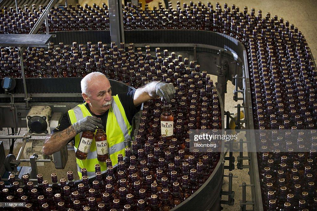 Whisky Production At Diageo Plc's Shieldhall Plant : Foto di attualità