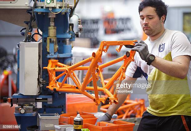 An employee inspects the chassis of a KTM 1290 Super Duke R model bike inside the KTMSportmotorcycle AG motorcycle manufacturing facility in...