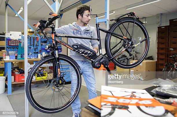 An employee inspects the gear indexing on an electronic bike inside the KTM Fahrrad GmbH bicycle manufacturing facility in Mattighofen Austria on...