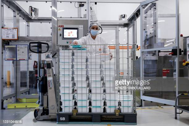 An employee is at work at the factory of British pharmaceutical company GlaxoSmithKline in Wavre on February 8, 2021 where the Covid-19 CureVac...