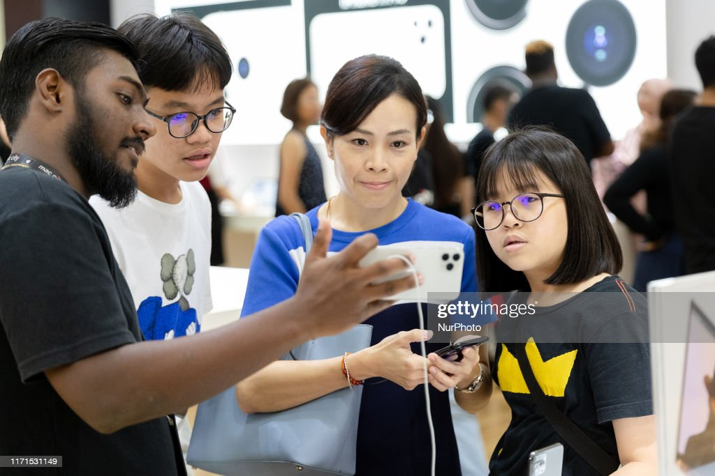 Apple Launches New IPhone 11 In Kuala Lumpur : ニュース写真