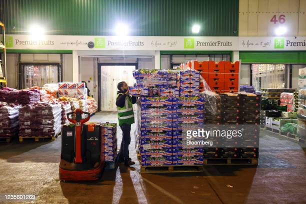 An employee loads British grown fresh vegetables on to manual pallet truck at New Covent Garden Market wholesale market in London, U.K., on...